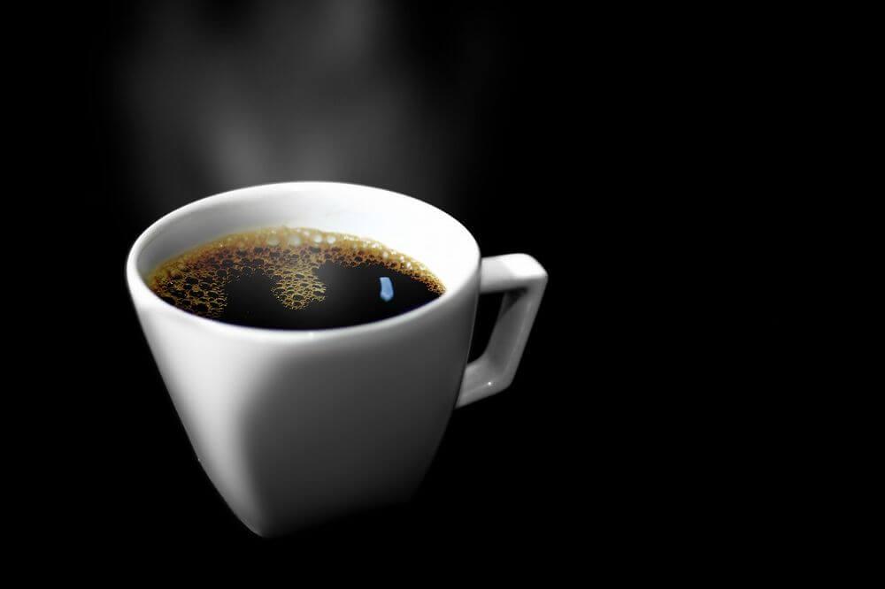 コーヒーはステイン(着色汚れ)の原因になる