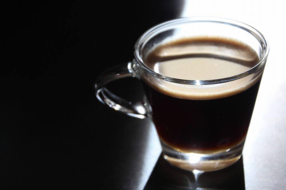 コーヒーは歯の黄ばみの原因となる