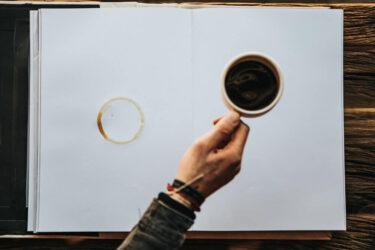 【超簡単】本にコーヒーをこぼした時の対処法【覚えておくと便利です】
