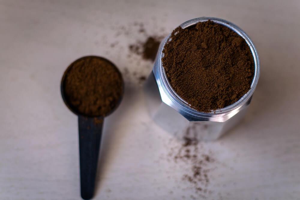 木製コーヒーミルの手入れ頻度は?